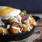 breakfast totchos (tater tot nachos)