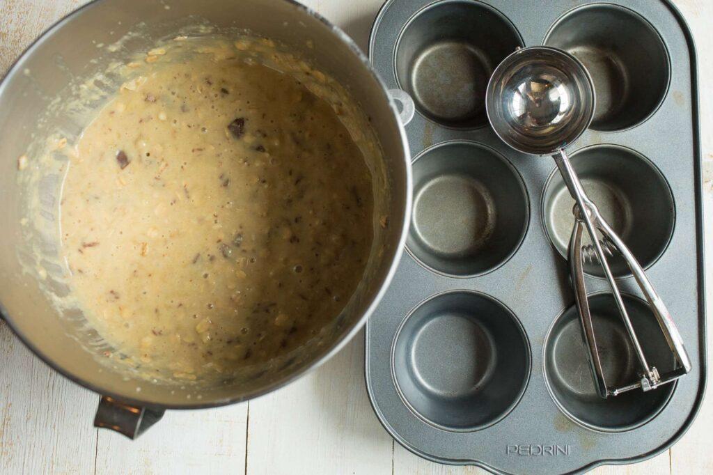 banana oat muffin batter